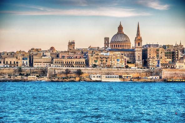 מבט מהים אל עבר ולטה, בירת מלטה, הבירה הקטנה ביותר באיחוד האירופי