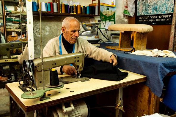 מוחמד החייט. איפה תמצאו חייט בישראל שיתפור מכנסיים ב-120 שקל?