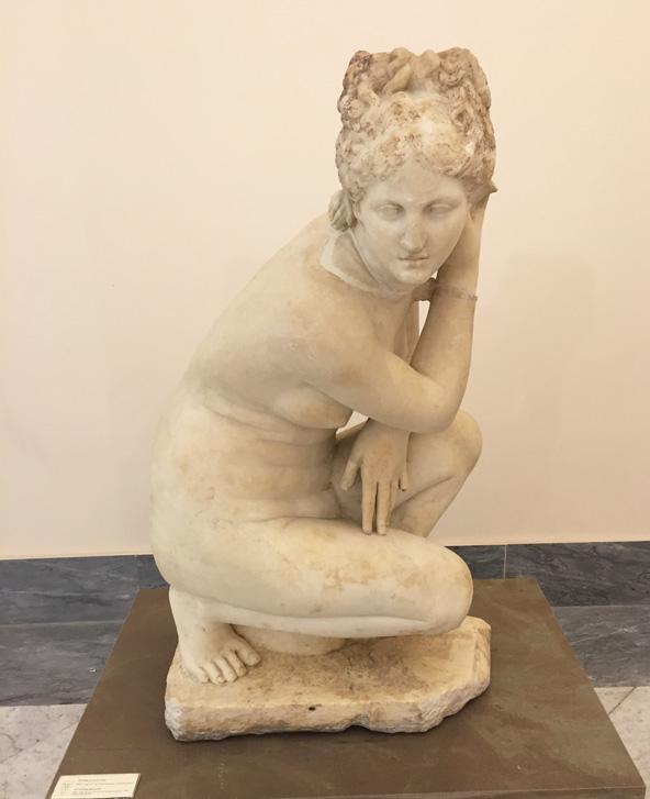 פסל במוזיאון הארכאולוגי, שבו אוסף עשיר של ממצאים מחפירות פומפיי והרקולנאום