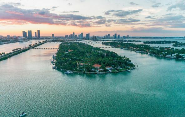 פאלם איילנד ליד חופי מיאמי