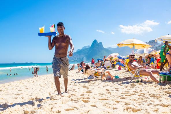 קאיפיריניה על החוף בריו דה ז'ניירו