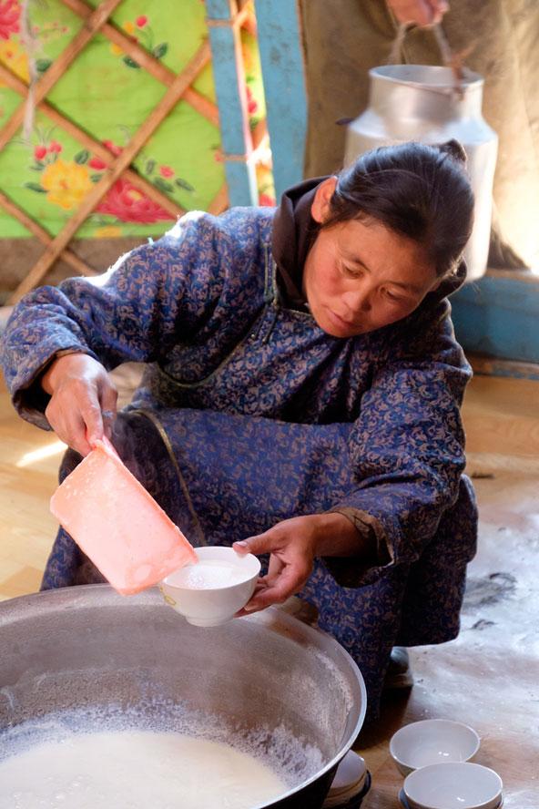 בהגיעך לגר המונגולי יוגש לך תחילה תה מהול בחלב ומומלח במלח