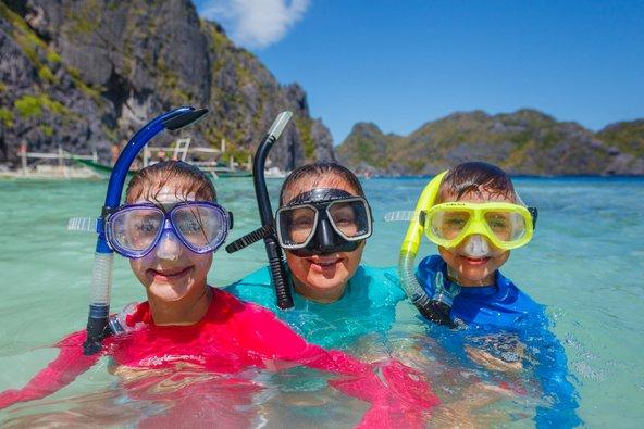 הרבה מהפעילויות המשפחתיות בפיליפינים קשורות לים ולטבע