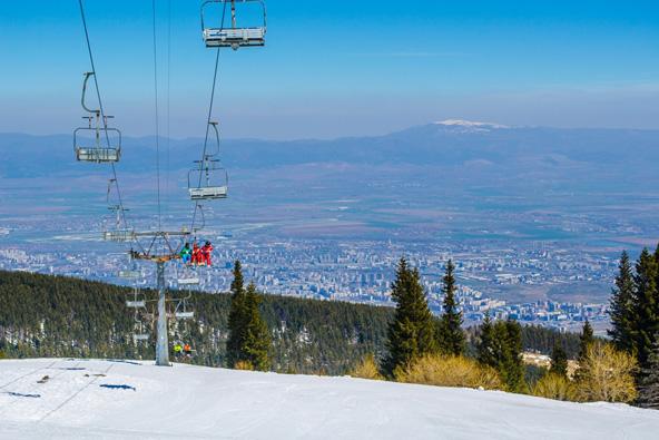 אתר הסקי של ויטושה פועל עד אמצע אפריל, אבל גם אם הוא כבר נסגר - שווה להגיע בשביל הנוף
