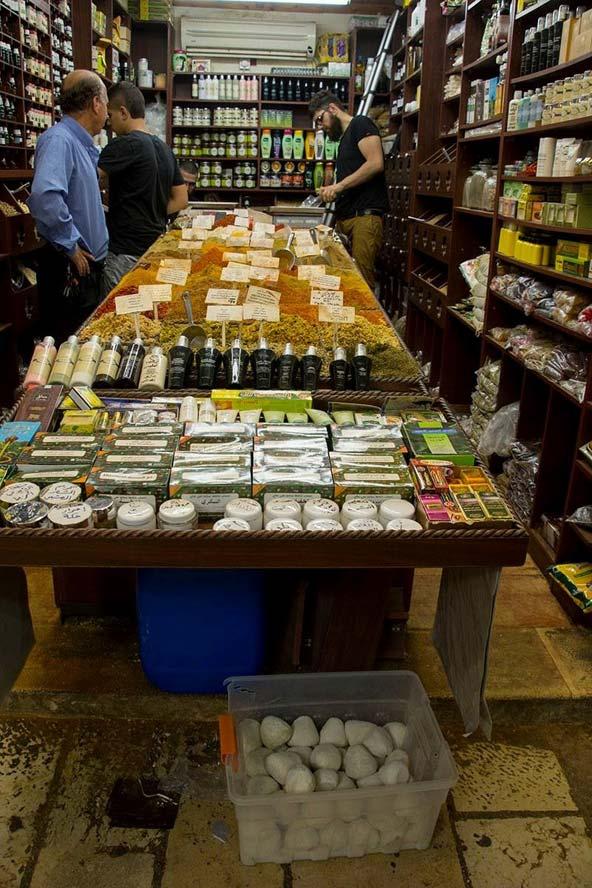 חנות תבלינים בשוק העיר העתיקה