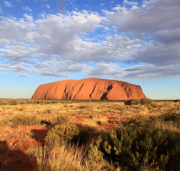 האולורו, בינואר הטמפרטורה מטפסת ל-50 מעלות, באוגוסט נעים בהרבה | צילום: Parks Australia
