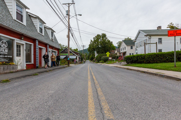 העיירה וודסטוק, בצפון מדינת ניו יורק, השנה. לפני 50 שנה הרחובות המנומנמים התמלאו בילדי הפרחים שבאו לחגוג בפסטיבל