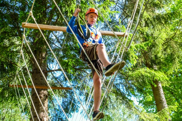 פארק חבלים במוראו מורטל. בילוי פופולרי למשפחות אוהבות אקשן