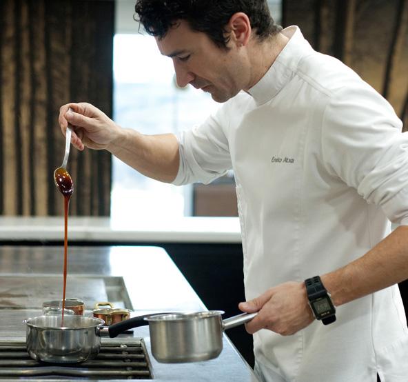 שף אנקו אטקסה במטבח המסעדה שלו | הצילום באדיבות מסעדת Azurmendi