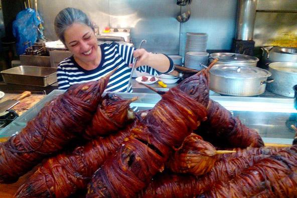 במטבח של טברנה אפירוס, הצילום באדיבות Epirus Tavern