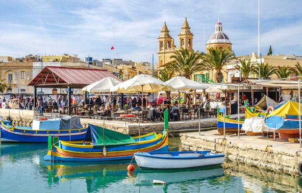 הנמל של מרסשלוק, אחד מכפרי הדייגים המסורתיים האחרונים שנותרו במלטה