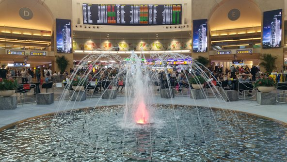 נמל התעופה בן גוריון. מספר התיירים נמצא בעלייה מתמדת ונתב:ג הופך להיות צפוף מאוד | צילום: Roman Yanushevsky / Shutterstock.com