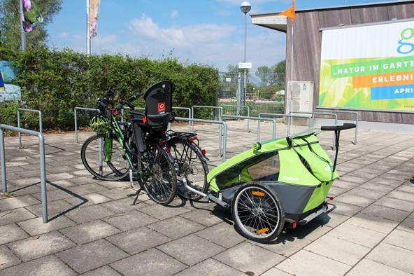 אופניים עם מושב מיוחד שמאפשר גם לזאטוטים להצטרף לטיול