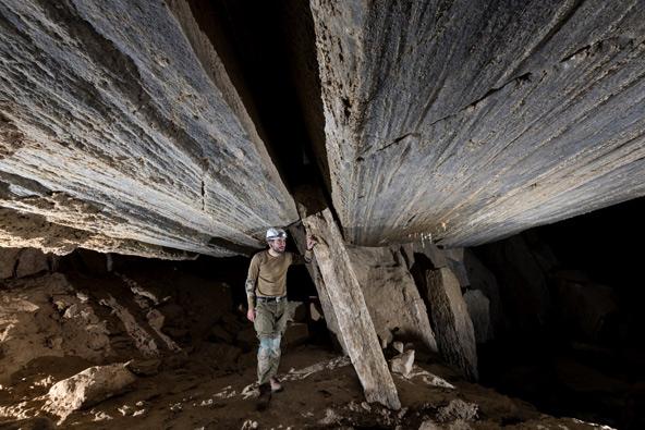 אולם הגיליוטינה בחלקה המרכזי של המערה | צילום: אפרים כהן