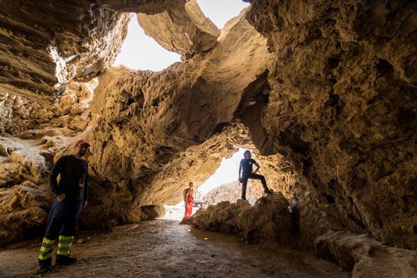 פתחה התחתון של המערה | צילום: אפרים כהן