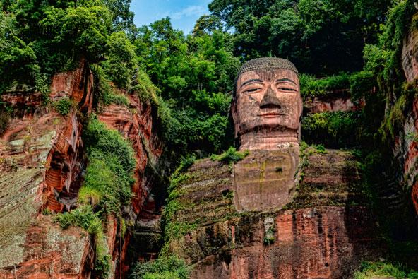 פסל בודהה הענק של לשאן, אחד האתרים המעניינים במחוז סצ'ואן