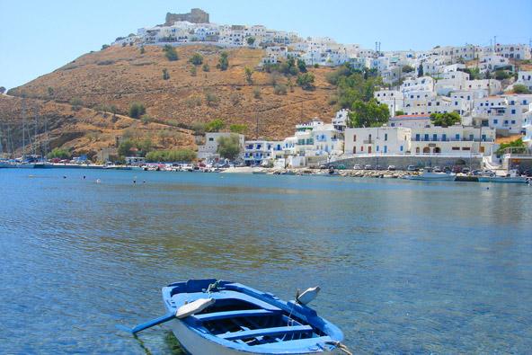 חורה, בירת האי אסטיפליה, והמבצר החולש מעליה