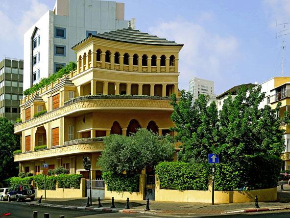 בית הפגודה. סגנון אקלקטי בלב העיר הלבנה | צילום: גדעון שפירא