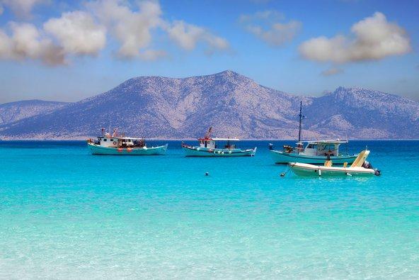 פאנו קופוניסיה. סירות הדייג הרבות מבטיחות אספקה שוטפת של דגים טריים לטברנות