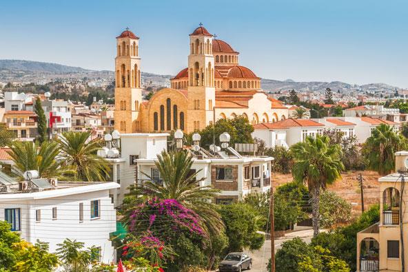 העיר פאפוס מתחלקת לעיר התחתית, הסמוכה לים, והעיר העלית שבה נמצאים מבנים היסטוריים מעניינים