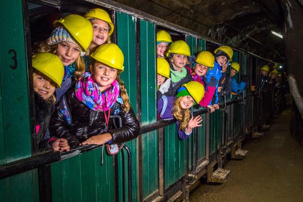 כמו כורים אמיתיים: רכבת תת קרקעית במכרה ארצברג | צילום: August Zoebl