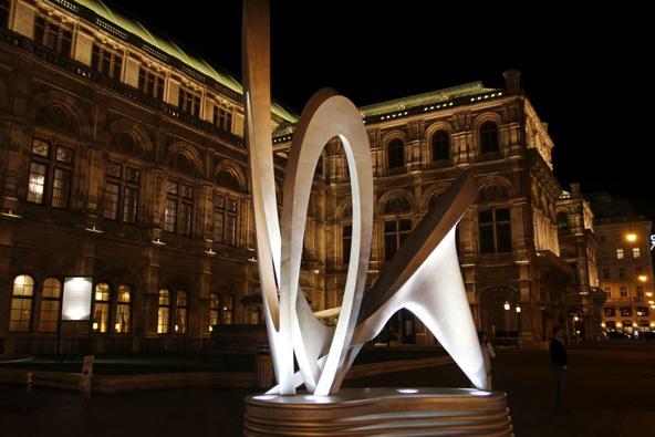 וינה. בניין האופרה בלילה