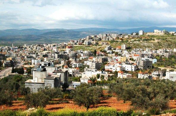 הכפר הדרוזי בית ג'אן מוקף בנופים מפעימים   צילום: יעקב שקולניק