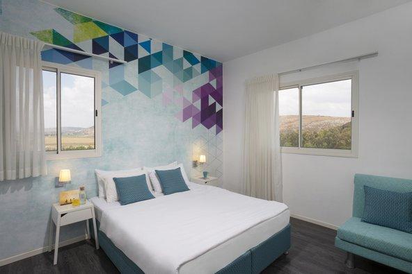 במלון מטיילים מטולה יש חדרים מעוצבים בקפידה מהם נשקף נוף פסטורלי