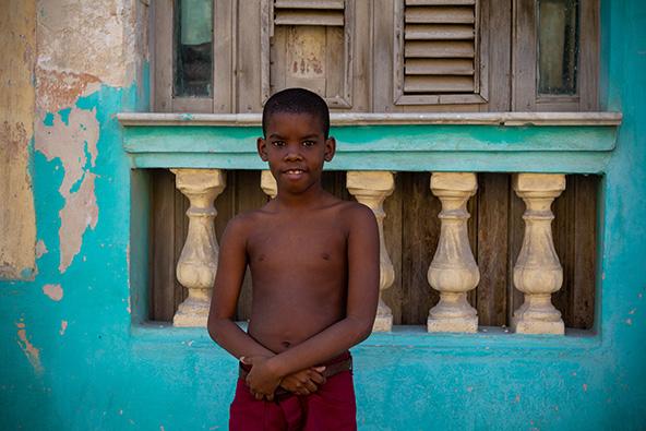 ילד באחד הרחובות הפנימיים סמוך למאלקון. הוואנה | צילום: אורית גוטרבוים-פרטוק
