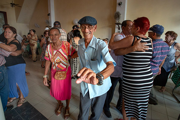 מועדון ריקודים לגיל הזהב. סינפואגוס | צילום: רפי קורן