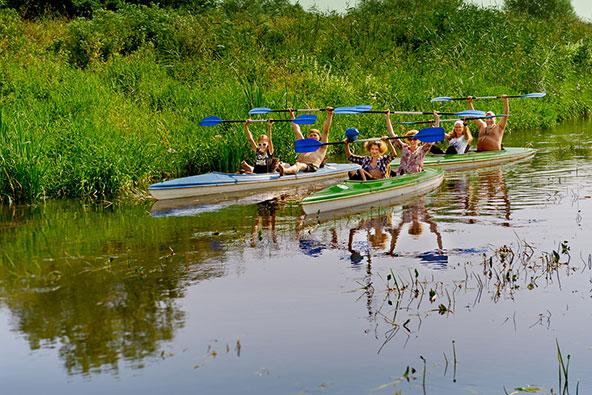 למתגעגעים לביצות הפנטאנל, גם במערב פולין אפשר לשוט בשמורת טבע שופעת מים