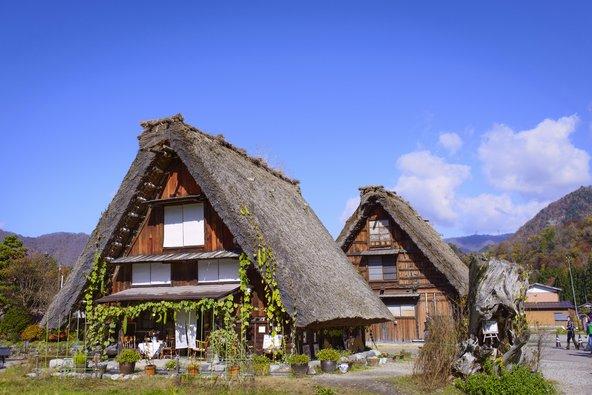 בתי עץ וקש מסורתיים בשירקאווה-גו