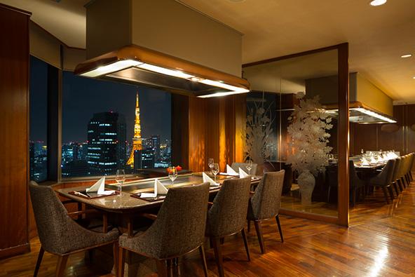 מסעדת טפניאקי אקאסאנה והנוף הנשקף מהקומה ה-37 | הצילום באדיבות Teppanyaki Akasaka restaurant