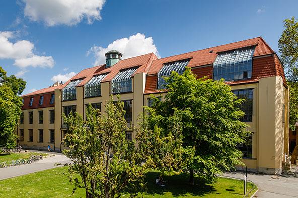 אוניברסיטת באוהאוס בוויימאר. זרעי הסגנון הבינלאומי נזרעו באדמתה החרוכה של גרמניה אחרי מלחמת העולם הראשונה