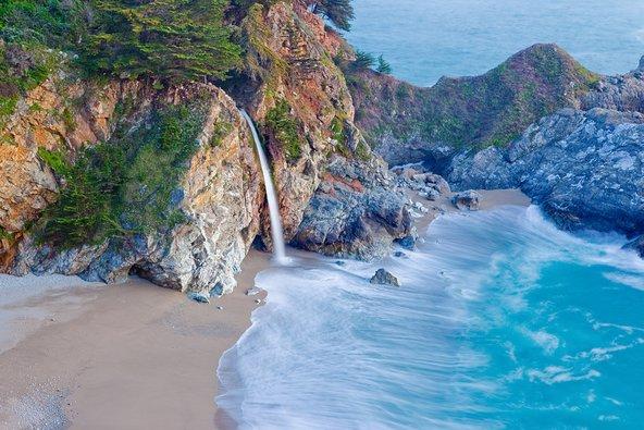ביג סור בקליפורניה. לצד ערים מסעירות ופארקי שעשועים יש בקליפורניה חופים יפים וטבע פראי