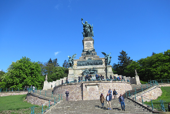 מונומנט גרמניה על גבעה מעל נהר הריין, לציון אחדות גרמניה אחרי מלחמת צרפת-פרוסיה