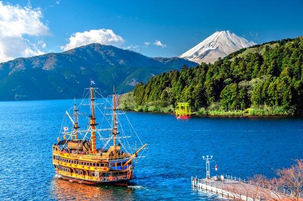 מאגם אשי בהאקונה יש תצפית נהדרת על הר פוג'י | צילום: Krishna.Wu / Shutterstock.com