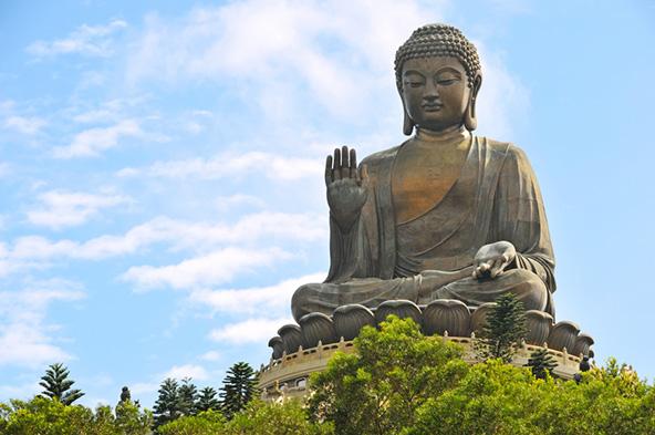 פסל ענק של בודהה בהונג קונג. עכשיו נסו לדמיין טיול אל הפסל כשבחוץ 35 מעלות ו-90 אחוזי לחות...