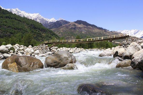 נהר הקולו בצפון הודו. מפלט מושלם מחום הקיץ