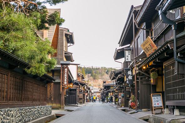 בתי עץ מסורתיים בעיירה טאקיאמה