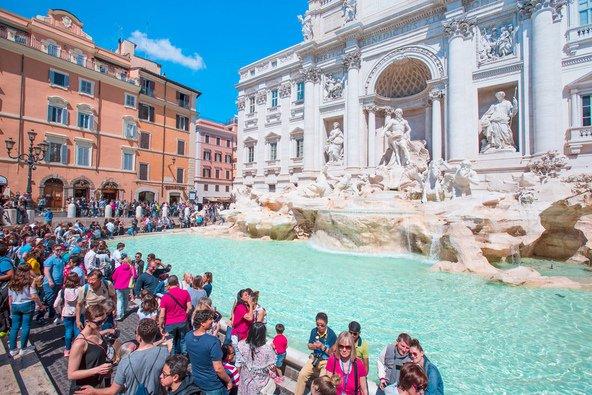 מזרקת טרווי ברומא. לא כיף להידחק בקיץ