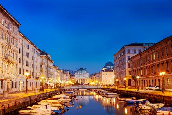 תעלת מים בטריאסטה. לא ונציה אבל בהחלט תחליף ראוי בקיץ