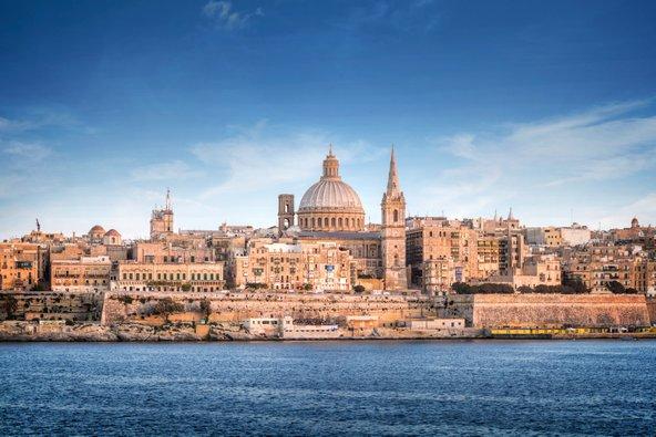 """ולטה, בירת מלטה. עושר של פנינים ארכיטקטוניות ואוצרות היסטוריים בשטח של חצי קמ""""ר"""