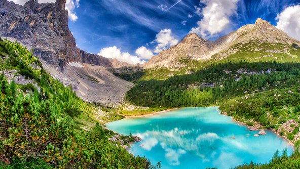 Lago di Sorapiss שמימיו בצבע טורקיז מהפנט