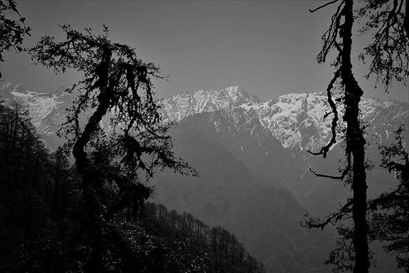 פסגות ההרים - מקום משכנם של האלים. אסור לטפס ולהתקרב אליהם