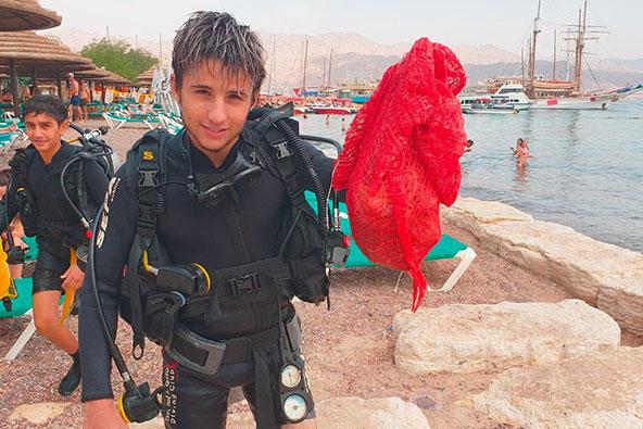 שומרי המפרץ: ים של פלסטיק