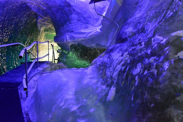 מערת הקרח ב-Matterhorn Glacier Paradise