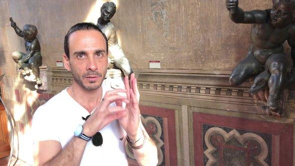 ליאור אביב מדריך בחצר מוזיאון הברג'לו בפירנצה | צילום: שלומי דוד