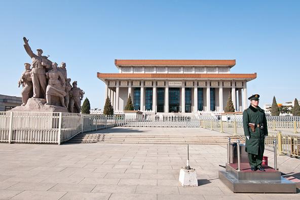 המאוזוליאום של מאו בכיכר טיאנאנמן בבייג'ינג
