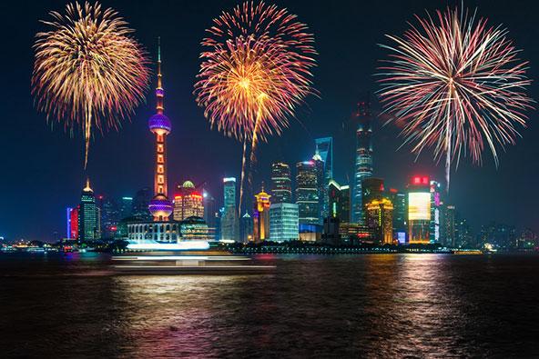 זיקוקים בשנחאי בעת חגיגות היום הלאומי, לציון הקמת הרפובליקה העממית של סין בראשותו של מאו
